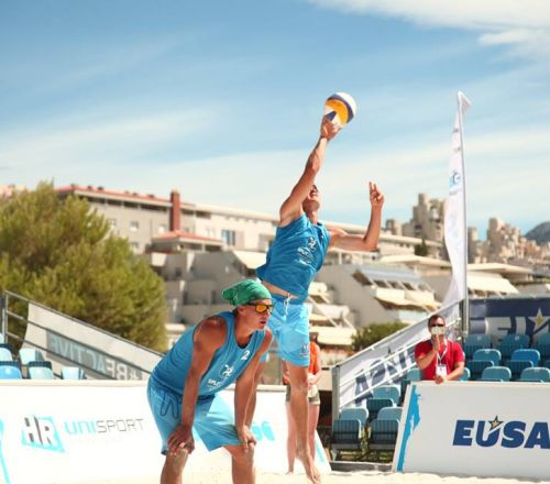 Attractive plays on second day of beach volleyball